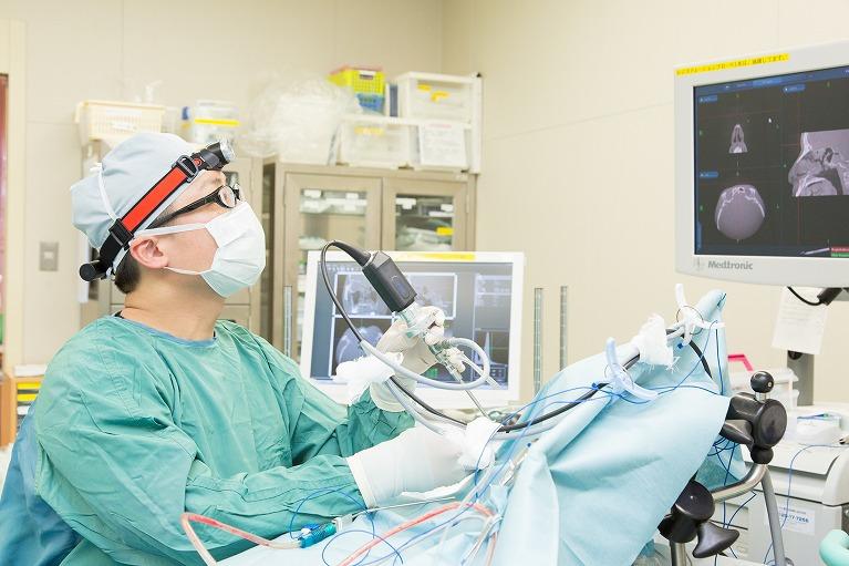 大阪の老木医院による慢性中耳炎の手術(鼓室形成術)